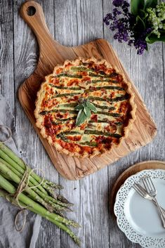 This is a great and delicious recipe for an asparagus quiche with an italian twist. Made with crispy prosciutto, parmigiano cheese and mozzarella. www.twosisterslivinglife.com #healthydinner #quickandeasydinner #quiche #vegetablequiche #asparagusquiche #asparagustarte #italianquiche Asparagus Quiche, Vegetable Quiche, Asparagus And Mushrooms, Asparagus Recipe, Fresh Asparagus, Real Food Recipes, Great Recipes, Yummy Food, Unique Recipes