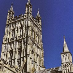 Hoy hemos visitado Gloucester! ✌🏼🏰 #gloucester #WeLoveBS #WeLoveCIC  #Regram via @Bk-37SMH3h8 British Summer, Gloucester, Barcelona Cathedral, Notre Dame, College, Building, Travel, United Kingdom, England