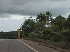 highway ba-099, coast north, brasil, bahia, beach. conheça a estrada do côco e linha verde na Bahia.