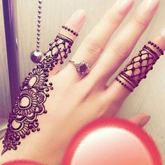 Here are the best Cute, Stylish, Simple and Easy Mehndi Design Images. Pretty Henna Designs, Henna Tattoo Designs Simple, Finger Henna Designs, Henna Art Designs, Modern Mehndi Designs, Mehndi Design Pictures, Mehndi Designs For Fingers, Beautiful Mehndi Design, Latest Mehndi Designs