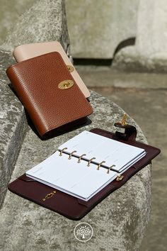 Shop the Postman's Pocket Book in Rosewater Small Classic Grain at Mulberry.com. Thoughtfully equipped, the Postman's lock agenda is designed with four credit card slips and a pen loop. The grained leather cover and iconic Postman's lock closing reflect the heritage and craft Mulberry is known for. Sold with agenda inserts, it features everything to keep you organised – calendar, diary, note paper, address pages, maps and useful dates.