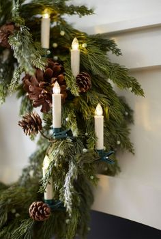 Gold Christmas Decorations, Diy Christmas Tree, Christmas Door, Rustic Christmas, Christmas Lights, Christmas Time, Christmas Wreaths, Christmas Ornaments, Holiday Decor