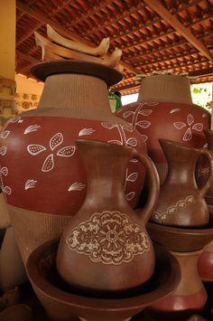 Artesanato brasileiro com peças de barro. Cascavel, estado do Ceará, Brasil.