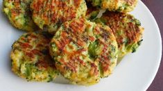 Przygotowanie:  Brokuły pokroić na mniejsze części i ugotować, pilnuj