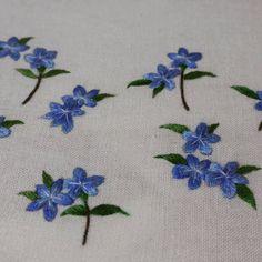 작지만 시원해보이죠? 검색해보니 참 단아하게 생긴 예쁜꽃이였습니다.  본것 같기도 하구요.  #embroider #꽃자수수업 #반디지치 #자수 #야생화자수