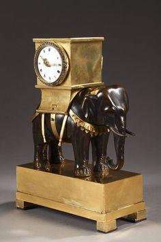Pendule à l'éléphant en bronze doré époque Empire - Empire