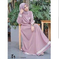 Jb RESYITA DRESS Price: Material: Moschcrape that is soft and falling and cold, and com Girls Maxi Dresses, Trendy Dresses, Simple Dresses, Muslim Women Fashion, Islamic Fashion, Mode Abaya, Mode Hijab, Abaya Fashion, Fashion Dresses