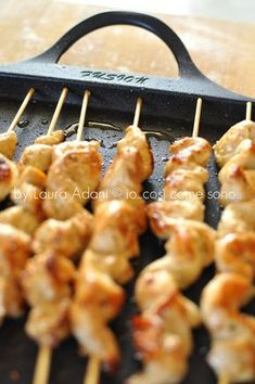 Spicy chicken skewers from Csaba – Chicken Recipes Pollo Light, Italian Street Food, Mama Cooking, Asian Chicken Recipes, Grill Party, Chicken Skewers, Bbq Skewers, Maila, Antipasto