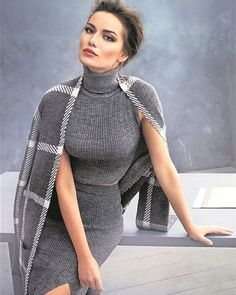 Select an outfit based on what sort of style you're opting for. Good Woman, Turkish Women Beautiful, Turkish Beauty, Classy Outfits, Casual Outfits, Cute Outfits, Grey Fashion, Womens Fashion, Tees For Women