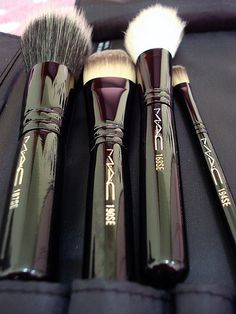 M.A.C makeup brushes. ...Click here to score yourself some #Free #Makeup <3 #MAC #Beauty