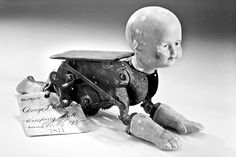 These Creepy Vintage Dolls Will Haunt Your Dreams For a While! - https://www.thevintagenews.com/2015/10/17/these-creepy-vintage-dolls-will-haunt-your-dreams-for-a-while/