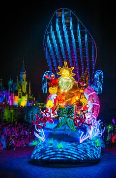 A look at Disney's nighttime parade in Hong Kong! It look absolutely amazing