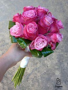 W ostatnim czasie zauważyłam tendencje do uproszczonych bukietów ślubnych, coraz częściej panny młode decydują się na prosty bukiet z jednego gatunku kwiatów: róż, goździków, lub hortensji, ułożony...
