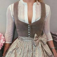 Bluse Resi 💕 und Dirndl Janni Pale Blush 🌸 s… Vintage Dresses, Vintage Outfits, Vintage Fashion, Modern Victorian Fashion, Costume Roi, Costumes, Lady Like, Dirndl Dress, Costume Design