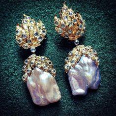 18K Yellow Gold Pendant Earrings with rose-cut Diamonds and fresh water Pearls. #Regram @jjmartinmilan