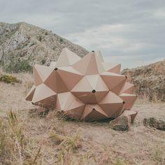 Helix ha sido imaginado para el descanso y la contemplación. Nace con la voluntad de establecer una relación de respeto entre el individuo y el paisaje.