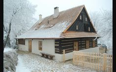 Wood House Design, Wooden Cottage, Weekend House, Luxury House Plans, Street House, European House, Cabins And Cottages, House In The Woods, Log Homes