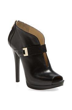 2ff920b34402 I found this on  keepdotcom! Crazy Shoes