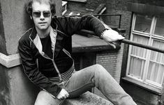 full body picture of elton john - Yahoo Search Results