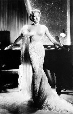 Marlene Dietrich in Concert, old Hollywood glamour, vintage film beauty icon Vintage Hollywood, Old Hollywood Glamour, Classic Hollywood, Hollywood Fashion, Old Hollywood Dress, Vintage Glamour, Vintage Beauty, Hollywood Stars, Golden Age Of Hollywood