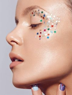 Stars on the lids and cheeks - great for festivals