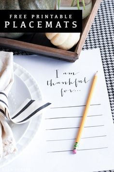 "Free printable ""I am Thankful for."" placemats- a meaningful free craft to include on your Thanksgiving table Thanksgiving Placemats, Thanksgiving Traditions, Thanksgiving Decorations, Thanksgiving Feast, Thanksgiving Crafts, Diy Crafts For Home Decor, Easy Diy Crafts, Traditional Thanksgiving Dinner, Do It Yourself Home"