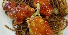 Mennyei Kínai szezámmagos csirke pirított tésztával recept! Egy gyors vacsora az éhes famíliának pikk pakk elkészül! Bacon, Spaghetti, Food And Drink, Chicken, Meat, Cooking, Ethnic Recipes, Flagstone, Cooker Recipes