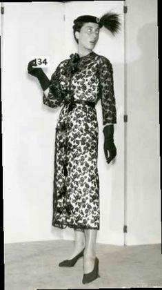 Cristóbal Balenciaga, manteau et robe de cocktail en dentelle de Marescot, mannequin Tania, 1963. Photo de dépôt de modèle avec échantillon © Photo et modèle conservés dans les Archives Balenciaga, Paris