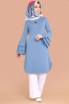 Tunic models and hijab offer the best tunic brands in tunic prices . Beautiful Dress Designs, Stylish Dress Designs, Stylish Dresses, Muslim Women Fashion, Islamic Fashion, Girls Fashion Clothes, Fashion Dresses, Sleeves Designs For Dresses, Pakistani Dress Design