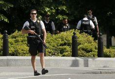Secret Service shoots gun-wielding man near White House - http://conservativeread.com/secret-service-shoots-gun-wielding-man-near-white-house/