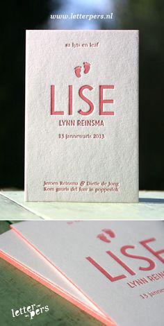 letterpers_letterpress_geboortekaartje_Lise_kleuropsnede_voetjes_roze
