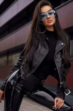 Vinyl Leggings, Best Leather Jackets, Leder Outfits, Cute Clothes For Women, Girls With Glasses, Leather Fashion, Leather And Lace, Lady, Sexy Outfits