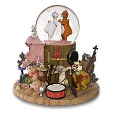 Welcome to the Collectors Guide to Disney Snowglobes. Information on over 2900 Disney snow globes. Water Globes, Snow Globes, Chrissy Snow, Disney Figurines, Disney Statues, Deco Disney, Disney Snowglobes, I Love Snow, Disney Home