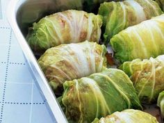 Kålruletter – Cabbage Leaves Stuffed With Ground Pork Summer is on its way and the season in Norway is celebrated with a bit lighter, traditional pre-summer dinners. Cabbage is in season in… Norwegian Cuisine, Norwegian Food, Swedish Cuisine, Swedish Recipes, Norwegian Recipes, Nordic Diet, Viking Food, Norway Food, Nordic Recipe
