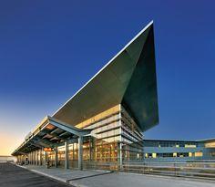 Nuevo edificio terminal del aeropuerto ( fase 1) en el aeropuerto internacional en Winnipeg, Manitoba, Canadá.