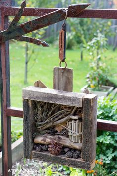hotel landscape Encourage beneficial insects in the garden with a bug hotel. Slugs In Garden, Garden Bugs, Garden Insects, Garden Pests, Garden Crafts, Garden Projects, Garden Art, Bug Hotel, Mason Bees