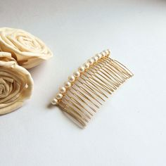Now in gold! White Swarovski pearl hair comb by FayeValentineJewelry Perfect for a classic and elegant bridal hairstyle