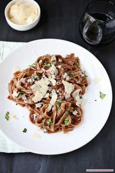 A Single-Pot Red Wine Pasta - http://www.beautifuldecoratingideas.com/beautiful-home-decoration/a-single-pot-red-wine-pasta.html