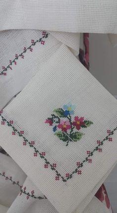 Cok guzel Cross Stitch Heart, Cross Stitch Borders, Modern Cross Stitch, Cross Stitch Flowers, Cross Stitch Designs, Cross Stitch Patterns, Hand Work Embroidery, Hand Embroidery Patterns, Cross Stitch Embroidery