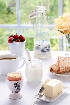 Charming breakfast table~Ana Rosa
