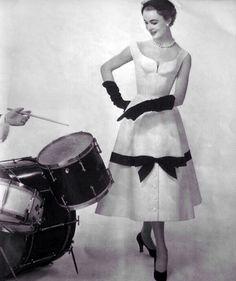 50s fashion, beautiful. :)