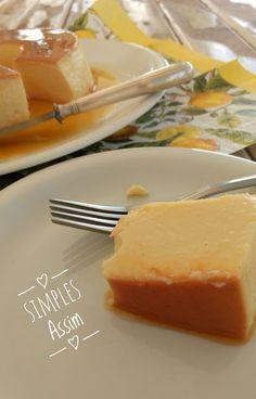 Quando vi esse Pudim de cream cheese no blog da Eline fiquei com água na boca. Cream cheese já é gostoso e misturado com leite condensado para formar um pudim me pareceu irresistível. E, claro, não resisti. No dia seguinte já fiz para a sobremesa...