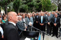 """El gobernador Buzzi encabezó los actos por el aniversario de Comodoro Rivadavia http://www.ambitosur.com.ar/el-gobernador-buzzi-encabezo-los-actos-por-el-aniversario-de-comodoro-rivadavia/ Durante el acto central por el aniversario de Comodoro Rivadavia, el gobernador Martín Buzzi sostuvo que asumió """"en el 2011 sin compromisos y sin ningún tipo de ataduras"""" para ser """"el Gobernador de todos los chubutenses"""", remarcando que """"nunca olvidé de dónde vengo""""."""