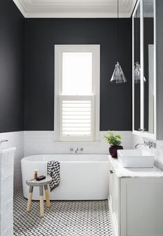 Modern and Breathtaking Black and White Bathroom Interior Design Ideas Laundry In Bathroom, Bathroom Renos, Bathroom Interior, Bathroom Renovations, Gray Bathrooms, Family Bathroom, Design Bathroom, Black And White Bathroom Ideas, Charcoal Bathroom