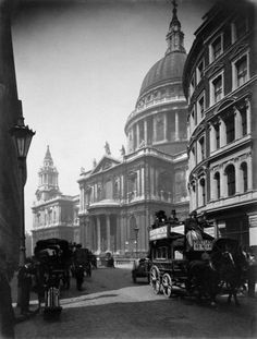 London - St Paul's Cathedral from Cannon Street, 1905.