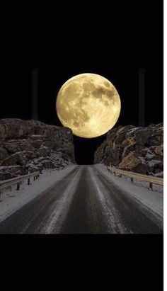 Breathtaking Images Of The Moon. Beautiful wallpapers of moon. Moon is a sign of brightness and love. Beautiful Places, Beautiful Pictures, Shoot The Moon, Moon Shadow, Moon Photography, Moon Art, Amazing Nature, Night Skies, Wonders Of The World
