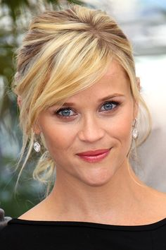 Reese Witherspoon rocks a beautiful updo