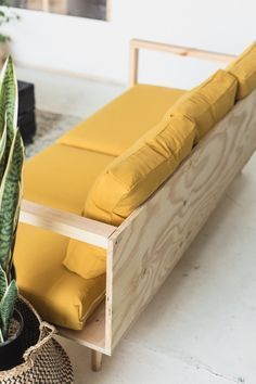 Make Yourself Comfortable with this Easy DIY Wooden Studio Sofa DIY Holz Studio Sofa Diy Sofa, Sofa Sofa, Sofa Pillows, Cushions, Canapé Diy, Easy Diy, Simple Diy, Simple Sofa, Easy Crafts