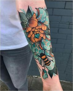 Neo Traditional Tattoo – Picture Ideas – Tattoos Piercings – My Style Hip Tattoo Quotes, Et Tattoo, Bee And Flower Tattoo, Flower Tattoos, Bee Flower, Piercings, Piercing Tattoo, Cardinal Tattoo, Body Art Tattoos