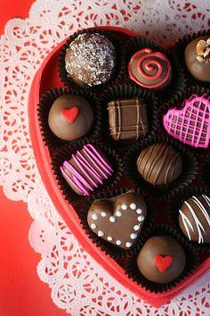 Red Velvet Cake Balls Box of Chocolates Nutella Cupcakes, Cake Truffles, Chocolate Truffles, Chocolate Caramels, Valentines Day Cakes, Valentine Treats, Valentine Box, Valentine Chocolate, Love Chocolate